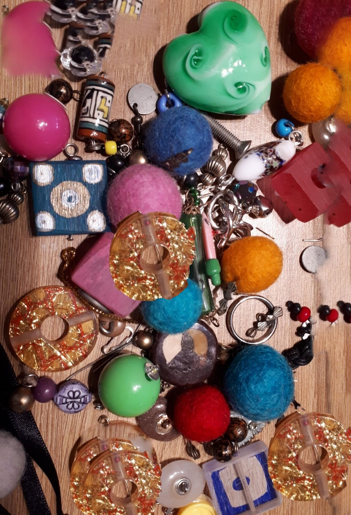 create-your-own-beaded-bracelet-an-introduction-to-simple-jewellery-making-using-cord-beads-and-found-objects